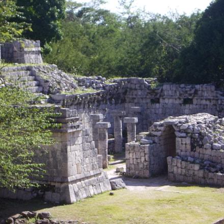 Columnade, Mayan Ruins