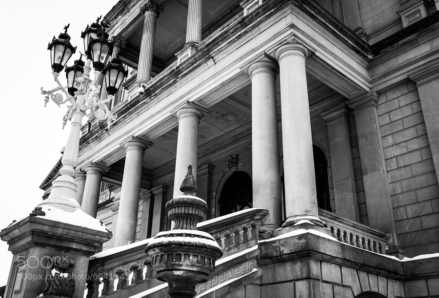 The main entrance to the Capitol in Lansing, MI.