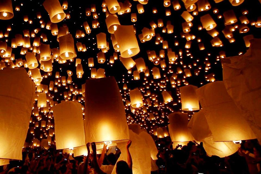 Sky Lanterns by Ponlapat Piyamapanich on 500px.com