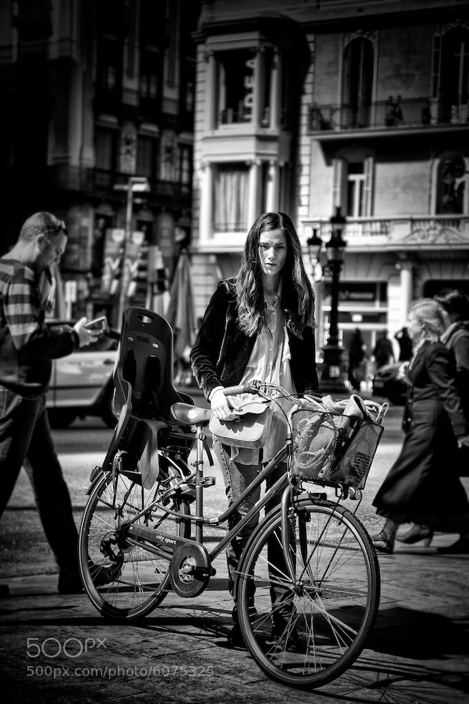 Photograph Girl on the bicycle by Joan Vendrell on 500px