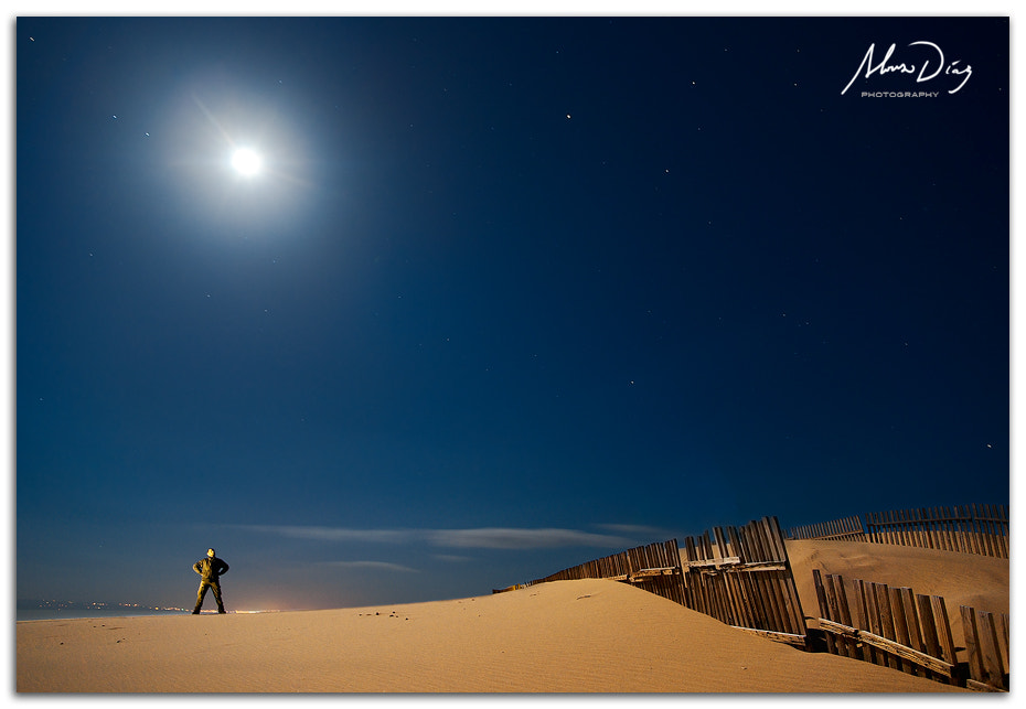 Photograph Man under the moon by Alonso Díaz on 500px