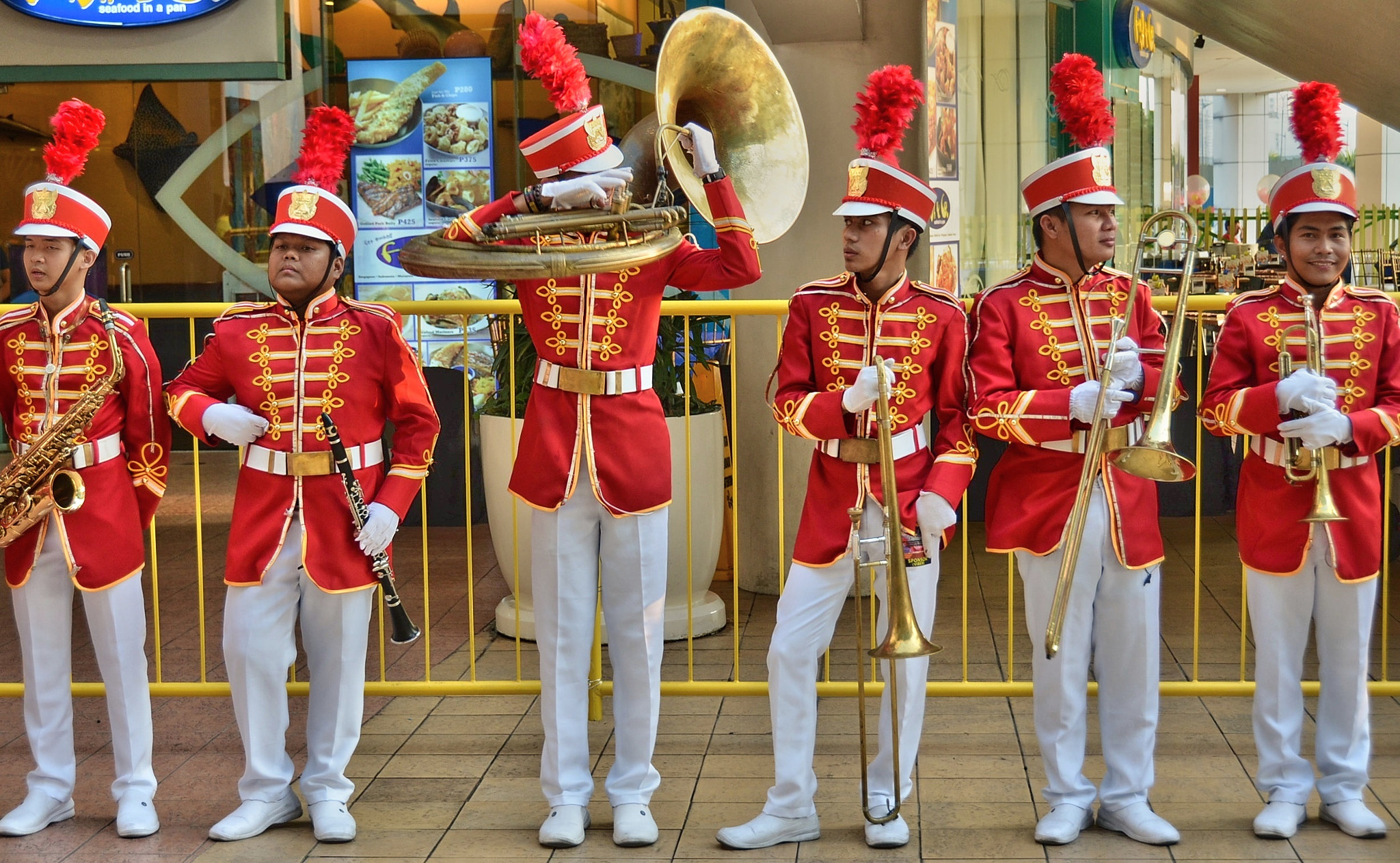 Photograph The Mall of Asia band by Vey Telmo on 500px