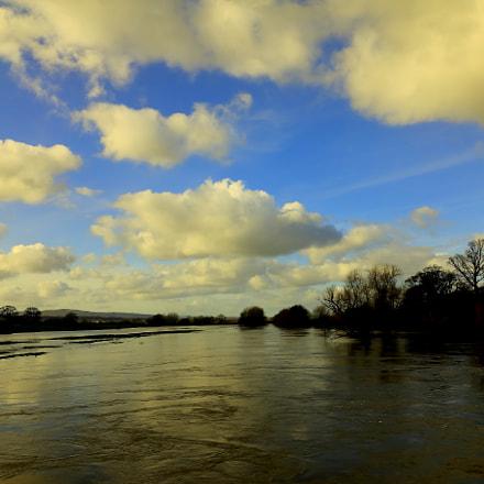 Holt Bridge, looking towards Wrexham