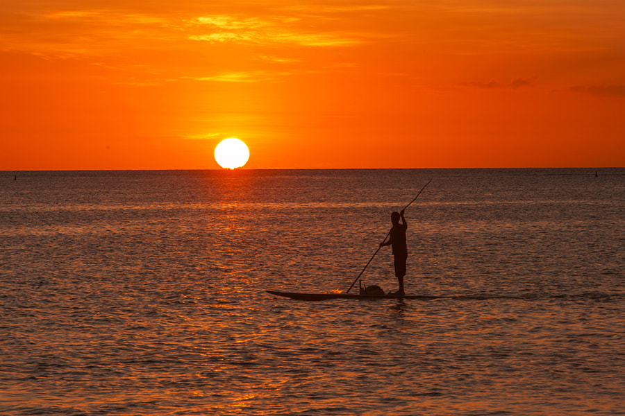 Sunset and paddle by Yann Oulia on 500px.com