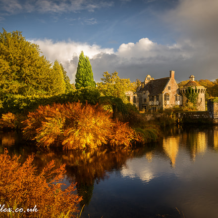 Scotney castle autumn