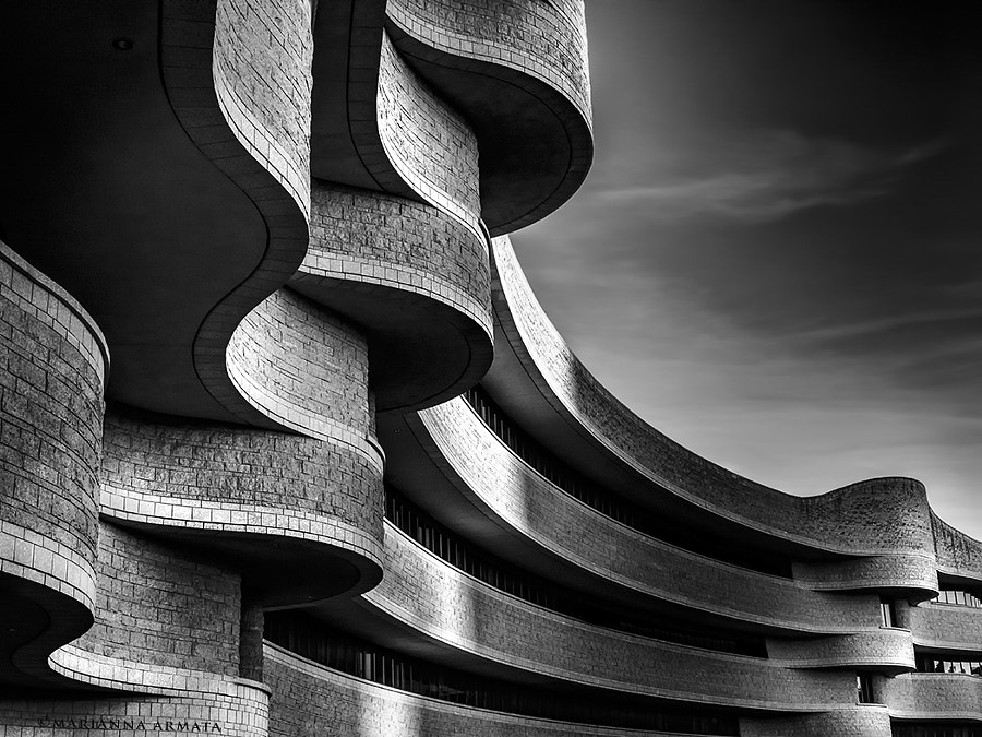 Undulating curves