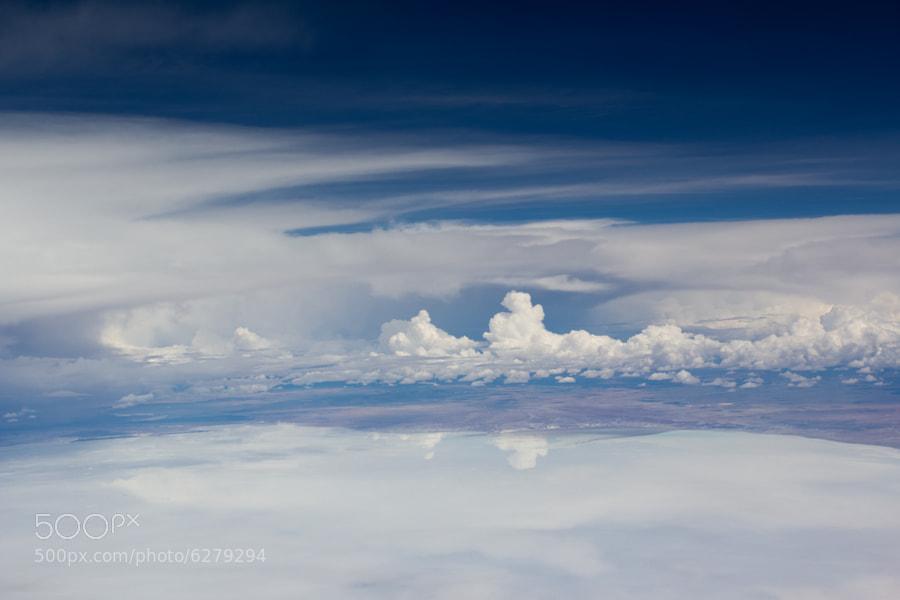 Cielo azul contra el Salar de Uyuni by Álvaro Galindo (gadolin) on 500px.com