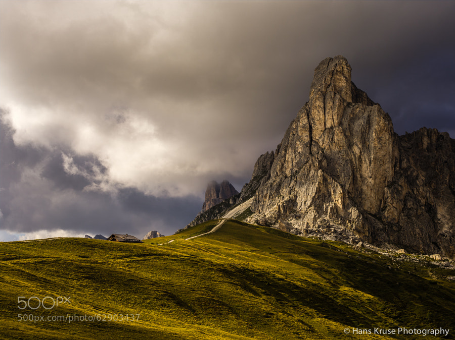 This photo was shot in the days before the Dolomites East septemner 2013 photo workshop. There are photo workshops in the Dolomites East during 2014 with seats available.