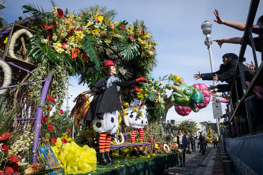 Photograph Flower battle during the Nice carnival by Patrick Hochner on 500px