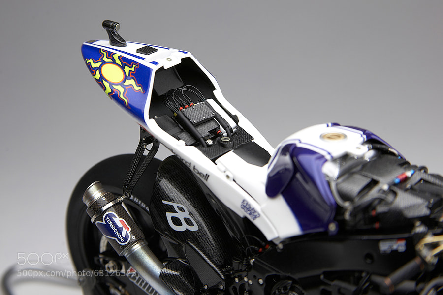 """The unique model of """"naked"""" Yamaha YZR-M1 2009  (motoGP) Scale: 1/12 (length 17 cm), Hand made."""