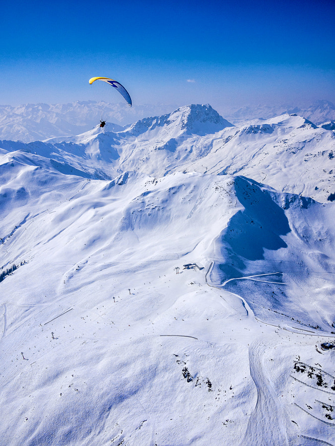 Flying high over Zwölferkogel von David Bengtsson auf 500px.com