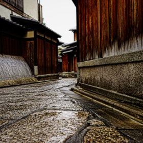 Wet Ishibe alley(Kyoto)