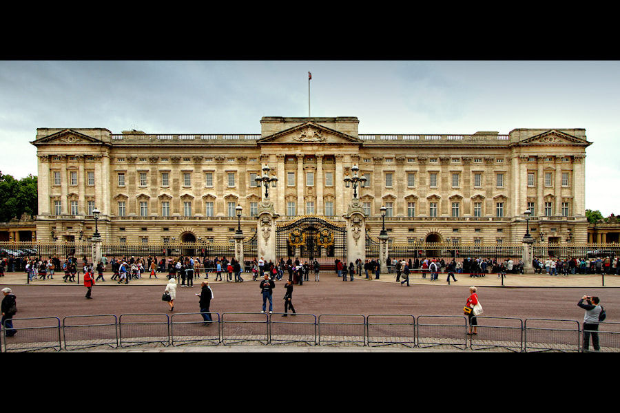 Photograph Buckingham Palace by Carlos Gotay on 500px
