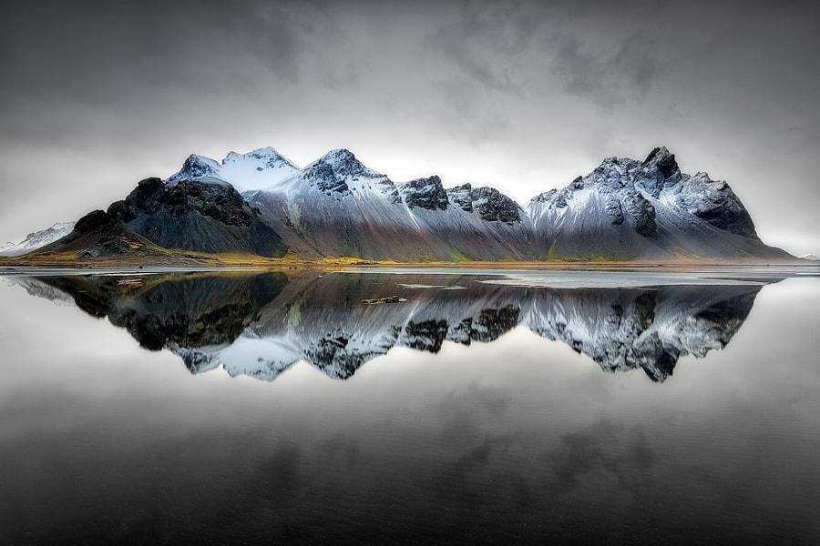 Vesturhorn Reflection, автор — Eddie Lluisma на 500px.com