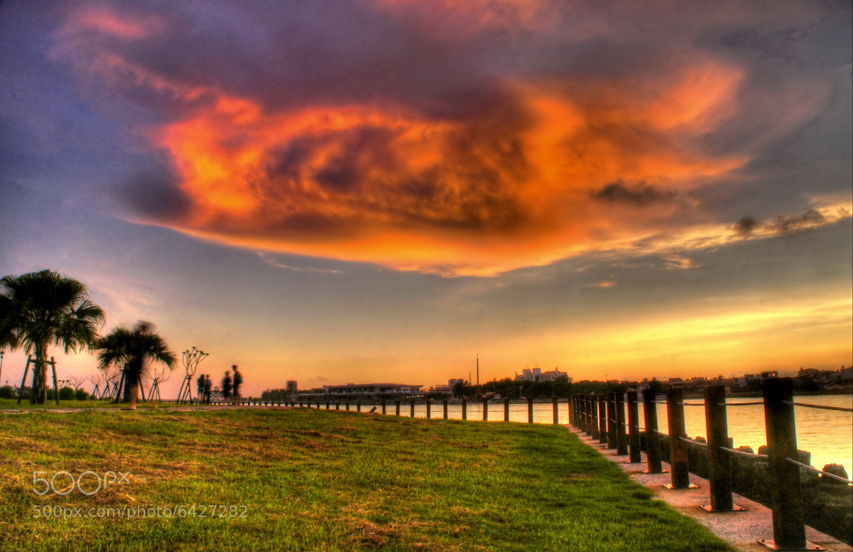 Photograph  ET landing at dusk ... by RL Yen on 500px