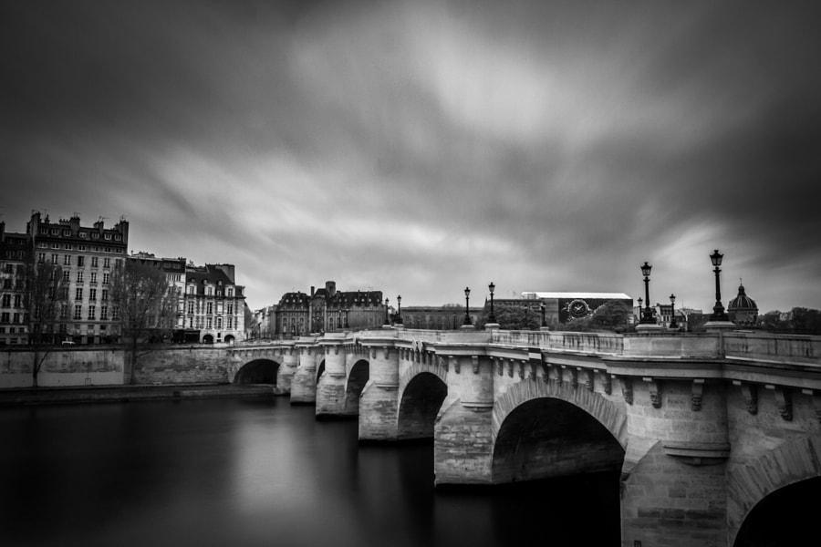 Behind the Pont Neuf bridge BW