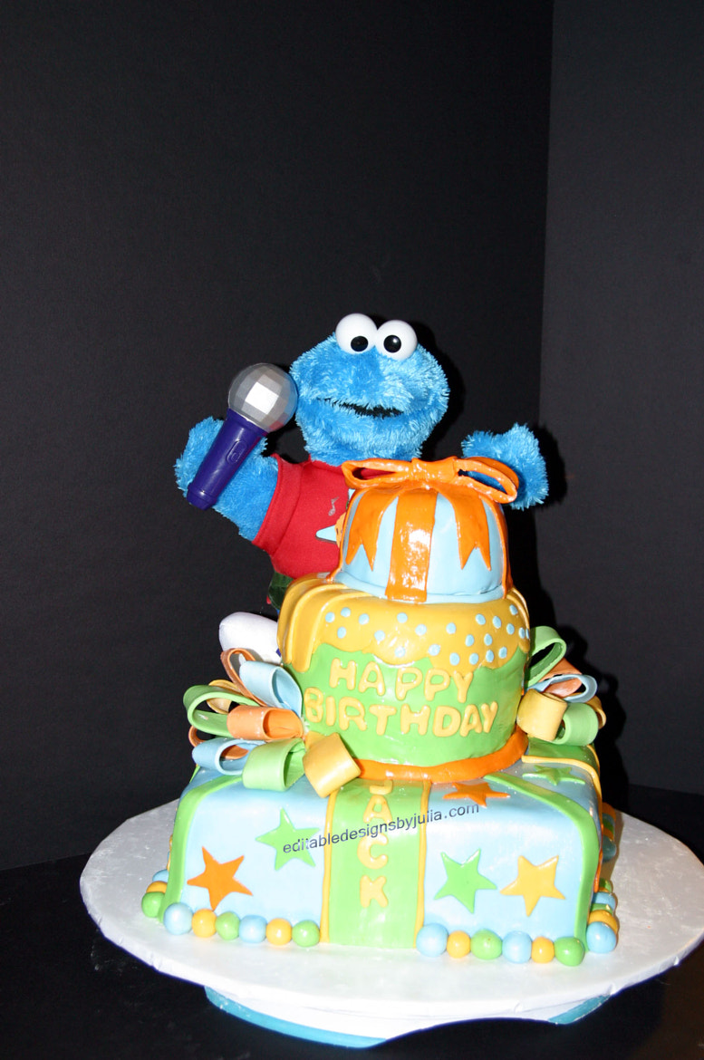 Photograph Cookie Monster Cake by Julia  on 500px