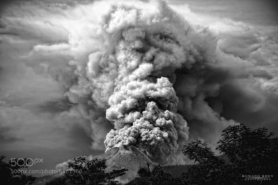 "Photograph "" Merapi  12/11/2010 "" by kunang kdev on 500px"