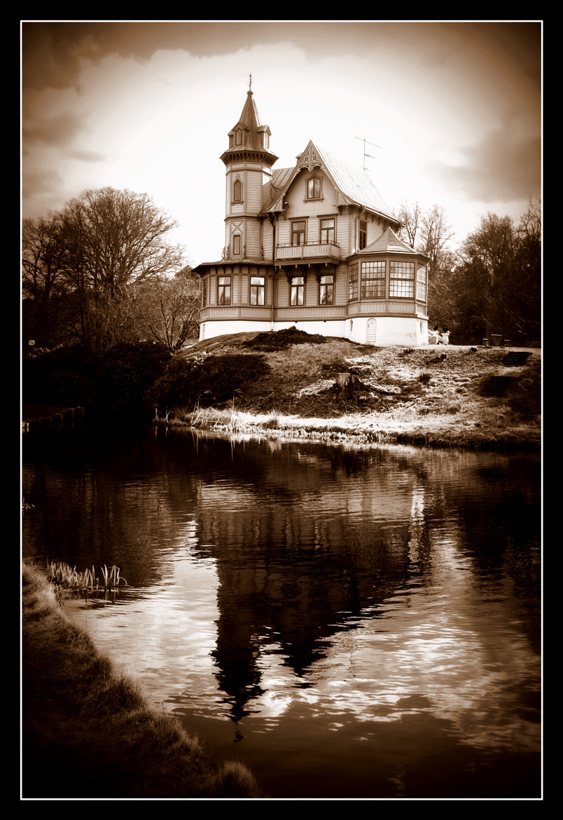 Photograph Directors villa fixed by Emma Strand on 500px