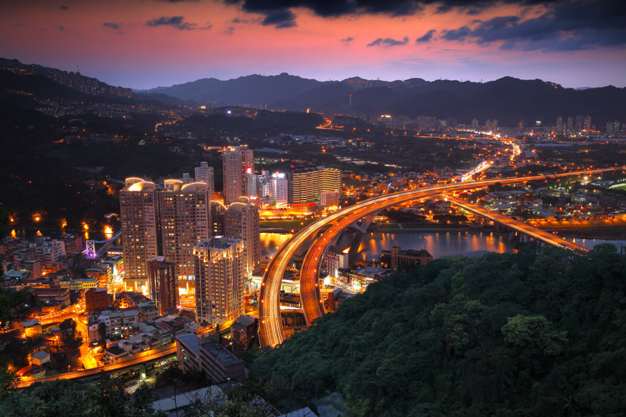 most beautiful cities in the world - Taipei night view by Sean Hsu on 500px.com