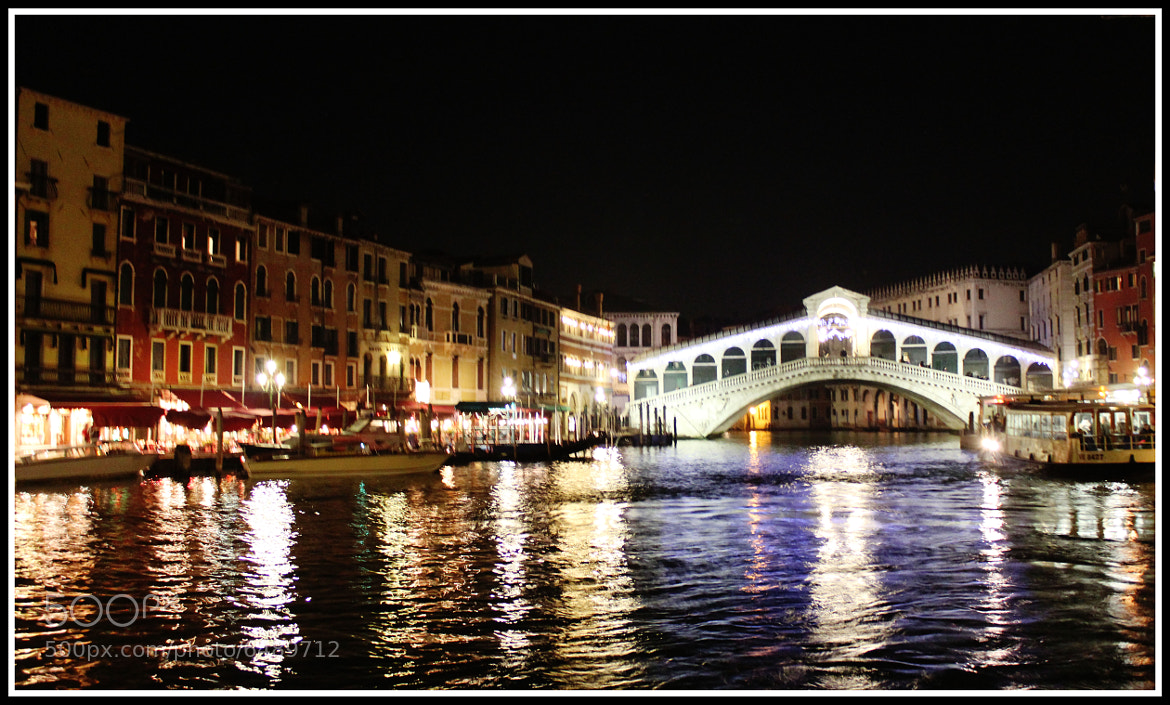 Photograph Rialto at night by HARINI RAJAGOPAL on 500px