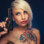 Постер, плакат: Tattoo woman with a gun