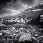 Постер, плакат: Black and White Mount Morrison Storm