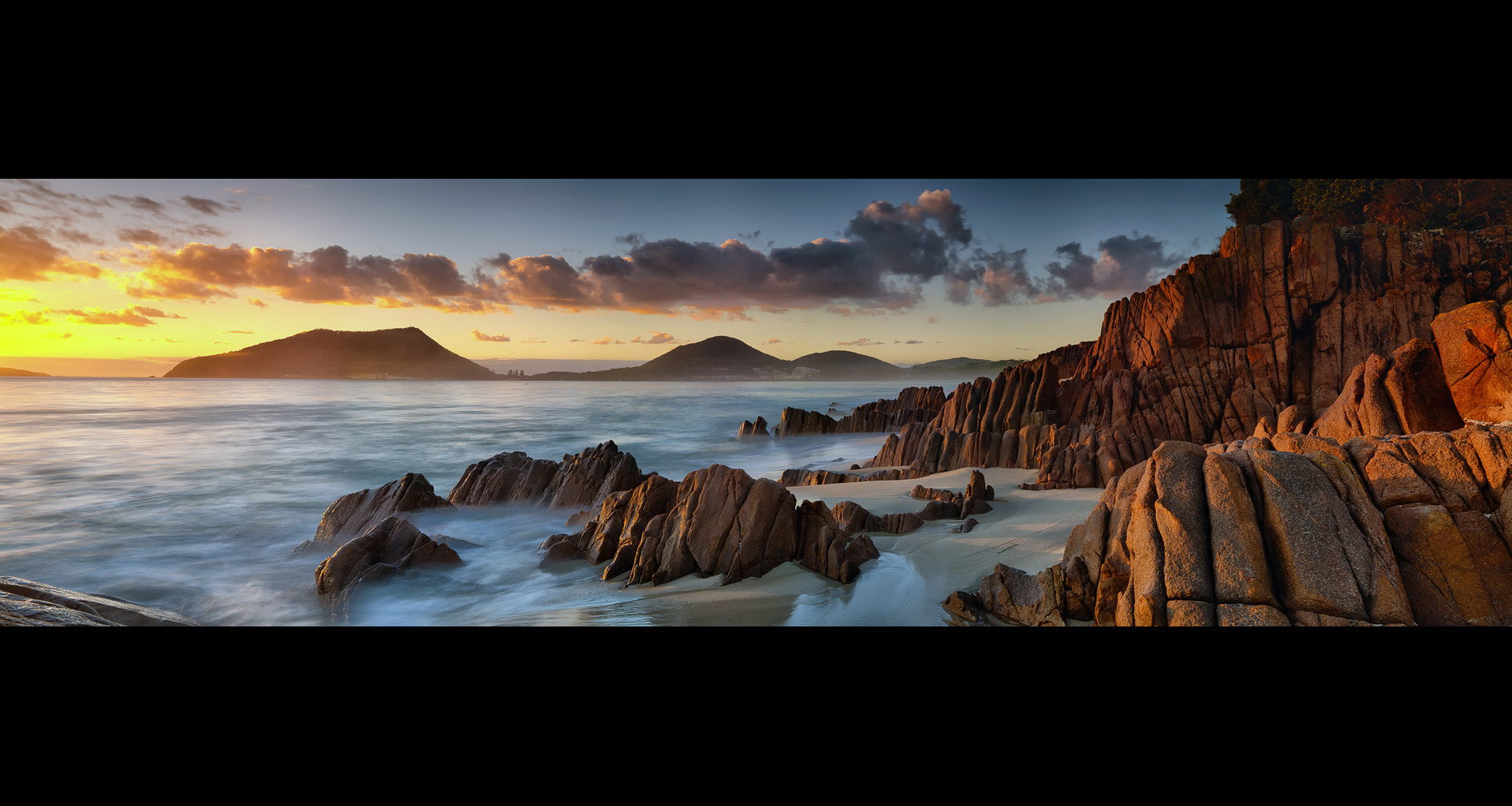 Photograph 32°42′37.24″S 152°9′41″E by Timothy Poulton on 500px
