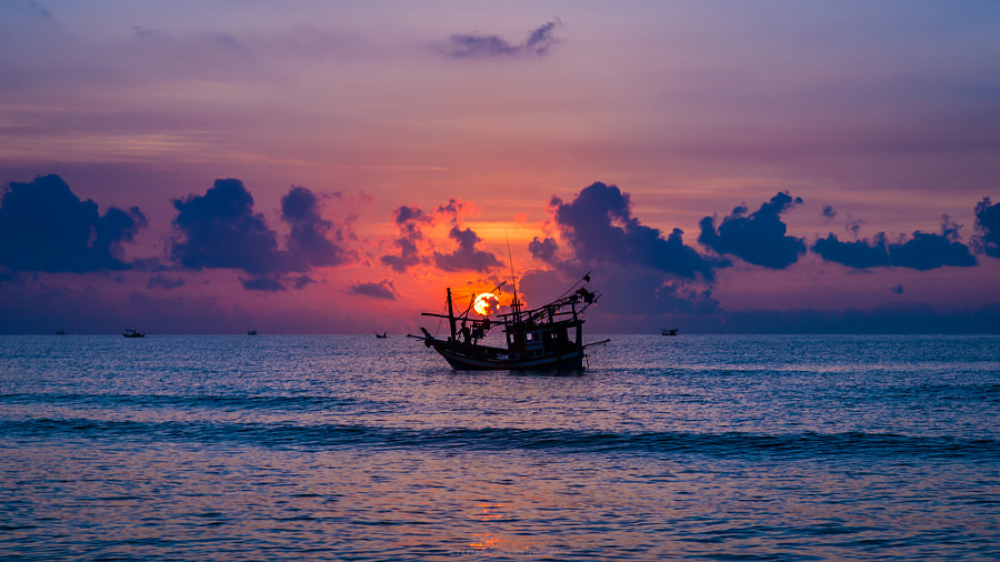 Silhouette Fishing Boat by Settaporn Sriwilai on 500px.com