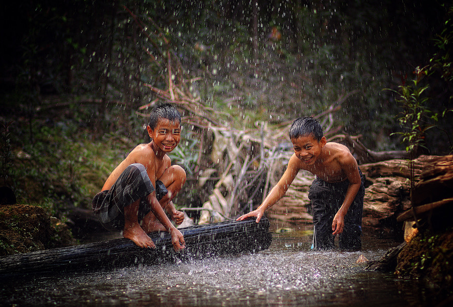 Photograph Play on the Kenabak river by K.Fikie  Aryadi on 500px