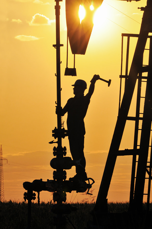 Oil worker silhouette by Zoran Orcik on 500px.com
