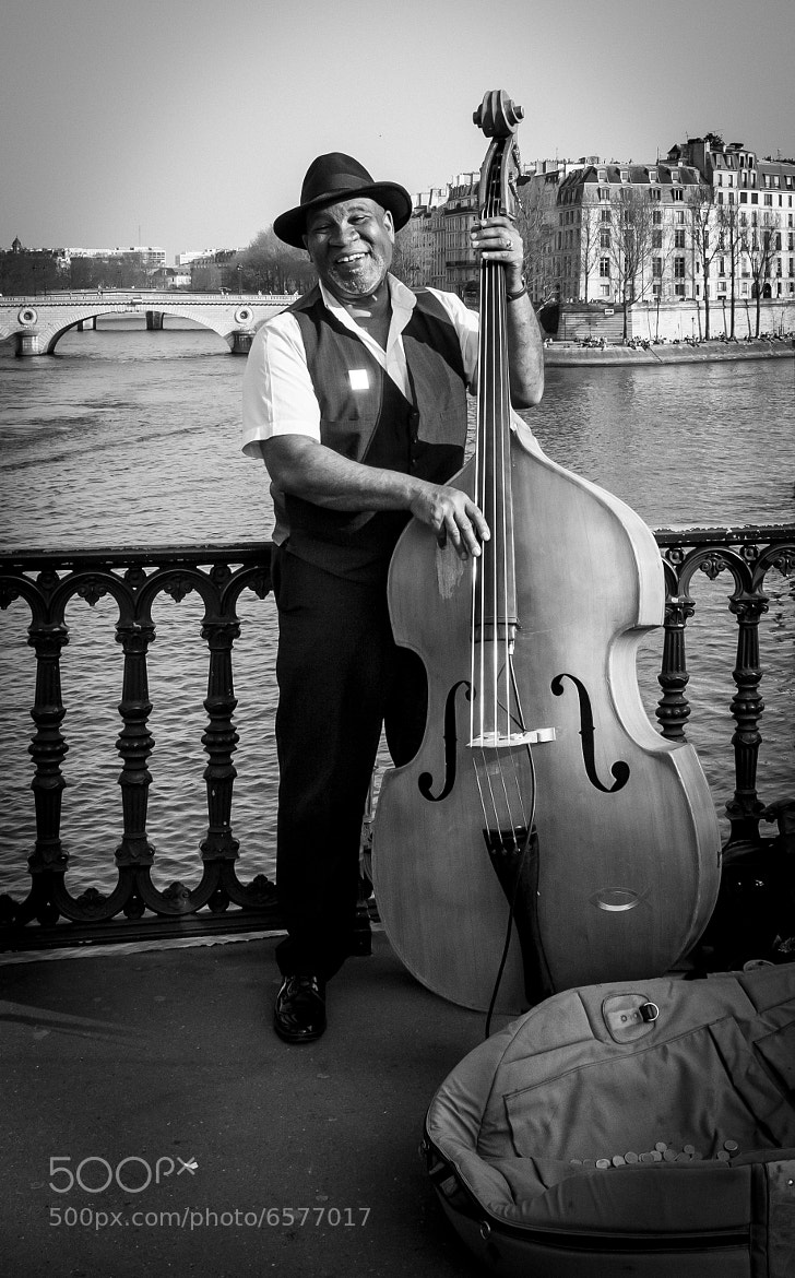 Photograph Musicien à Paris by Pilar   Silvestre             *Moneypenny* on 500px