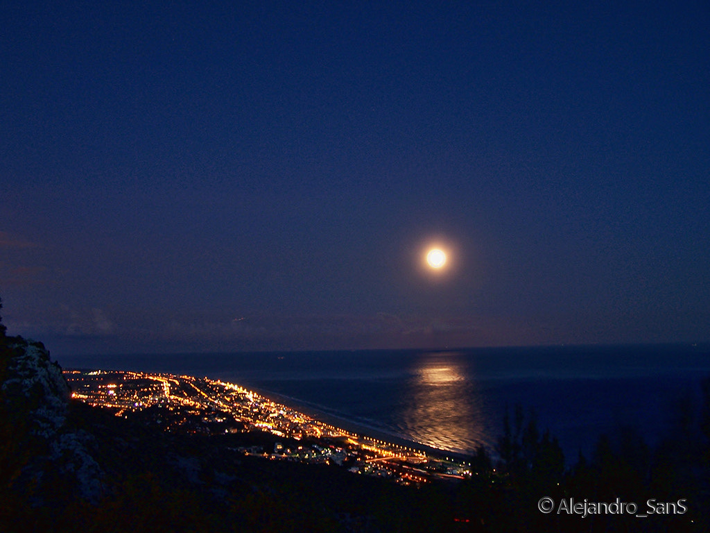 Photograph Full Moon in Castelldefels by Alejandro Sans on 500px
