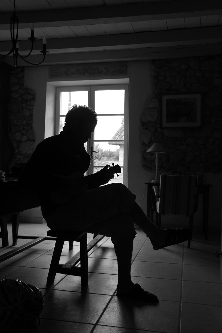 Photograph Le Ukulele player silhouette  by Alessandro Fedeli on 500px