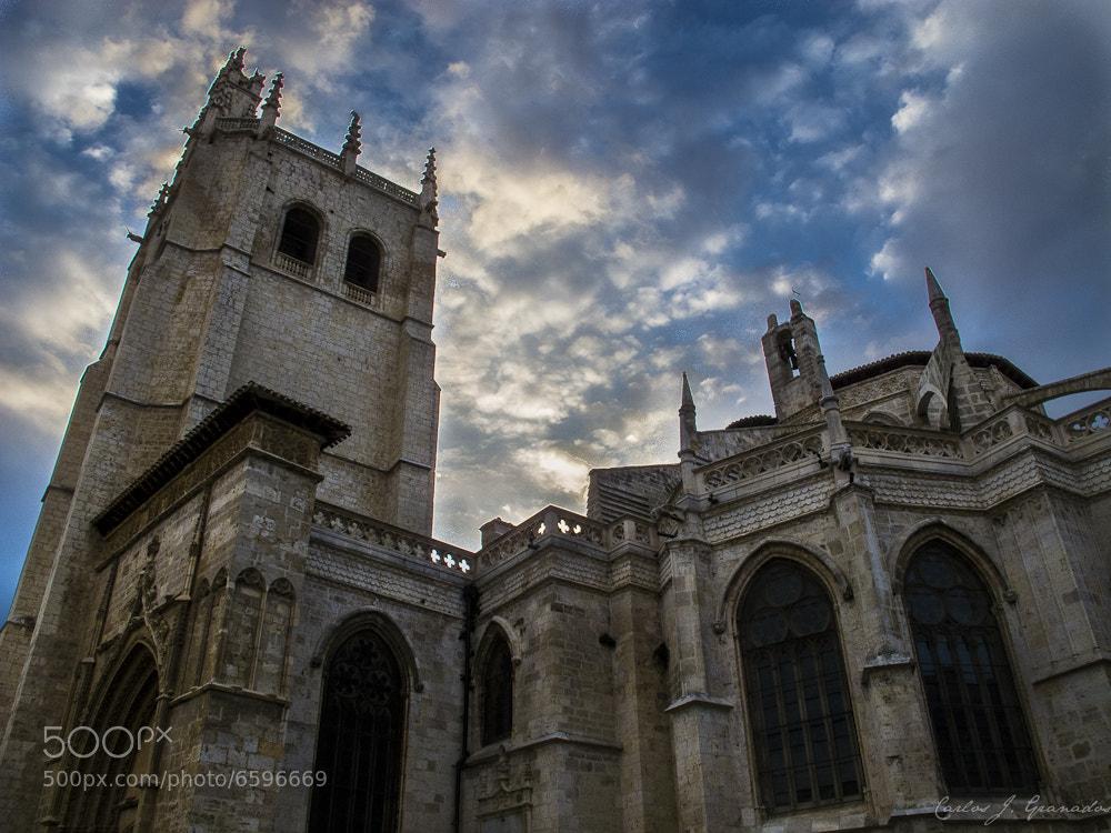 Photograph Los muros de la Catedral by Carlos JG on 500px