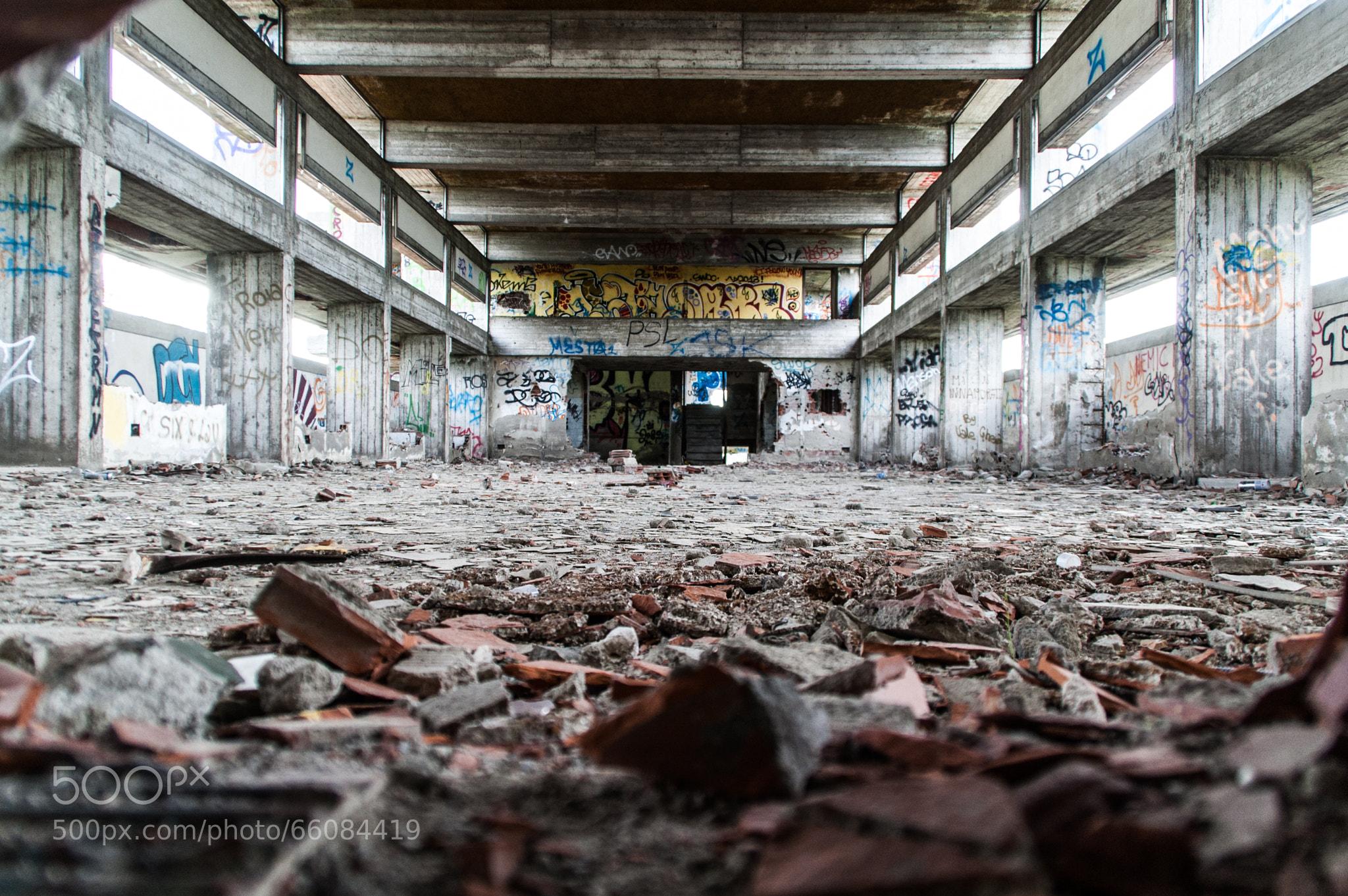 Photograph from a wall 39 s hole il mostro casalecchio di for Casalecchio di reno bologna hotel
