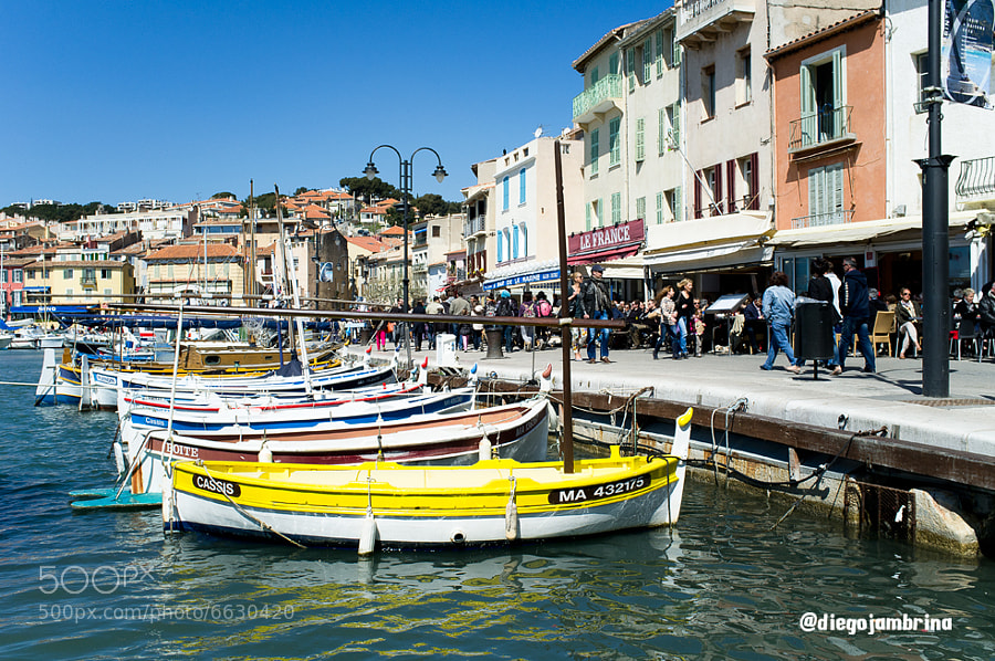 Puerto turístico en Cassis by Diego Jambrina (Elhombredemackintosh) on 500px.com