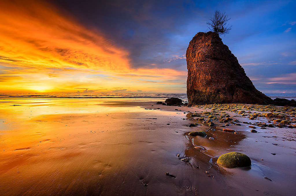 Photograph Batu Luang by Esmar Abdul on 500px