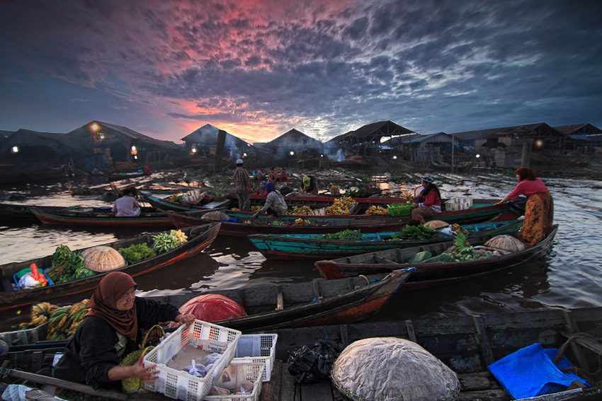 Photograph Floating Market by tommi zaqin on 500px