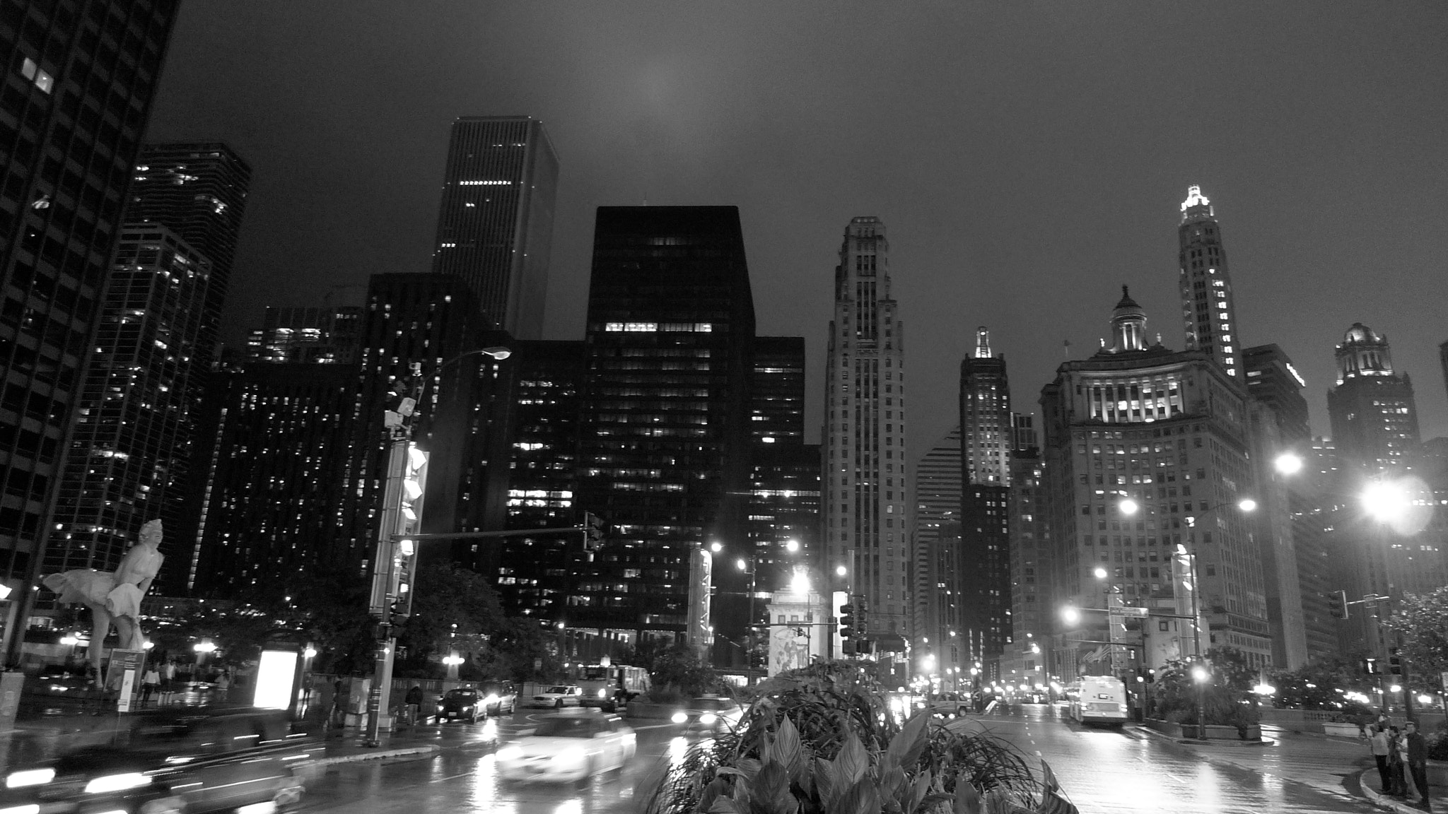 Photograph N Michigan Avenue Bridge, looking south, Chicago by Francisco Marty on 500px