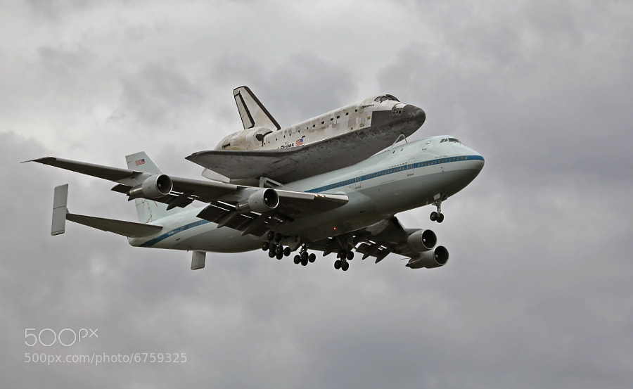 The Space Shuttle Discovery hitching a ride atop NASA's 747 to the National Air and Space Museum, Dulles International Airport, Virginia, USA.  Discovery will replace the Enterprise Space Shuttle currently on display at NASM.