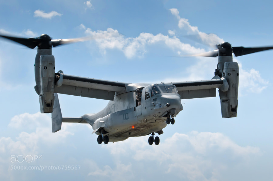 V-22 Osprey hovers at the 2012 Thunder in the valley airshow