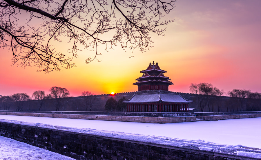 Reasons to visit China in the winter: Snow on the old city of Beijing (Photo: Zeng qiang Lee on 500px.com)