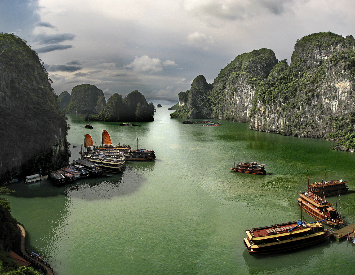 Photograph Halong Bay by Jesús Sánchez Ibáñez on 500px