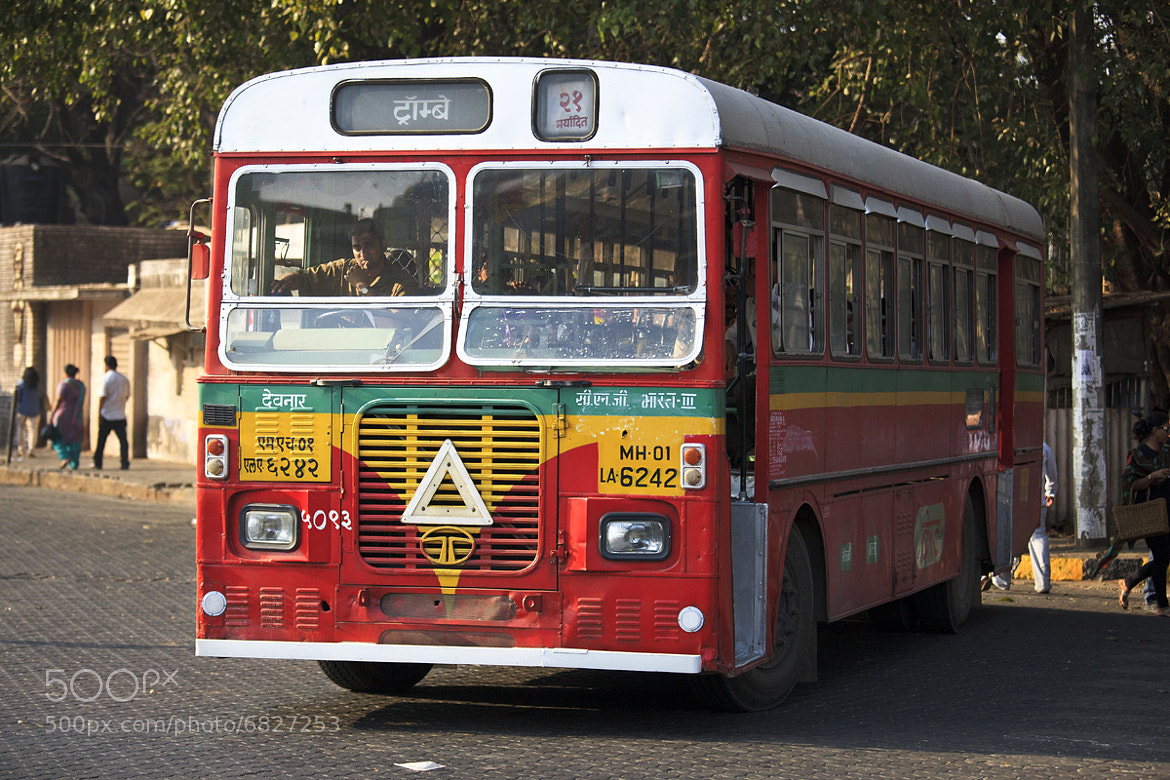 Photograph Le chauffeur de Bus - Mumbai - Inde by Louis-Thibaud  Chambon on 500px