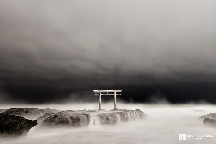 Between Heaven And Earth by Kenji Yamamura on 500px.com