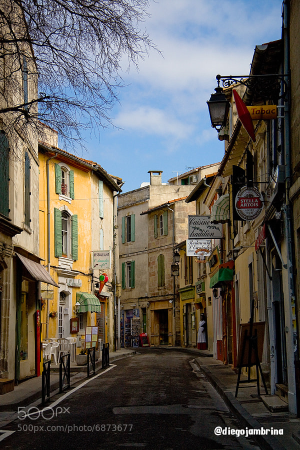 Luz y color en las calles de Arlés by Diego Jambrina (Elhombredemackintosh) on 500px.com