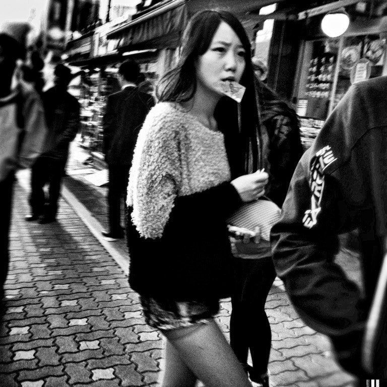 Photograph girl holding a bill in the mouth by Kimhwan SEOULIST on 500px
