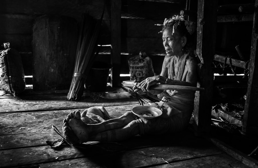 old mentawai woman preparing breakfast .
