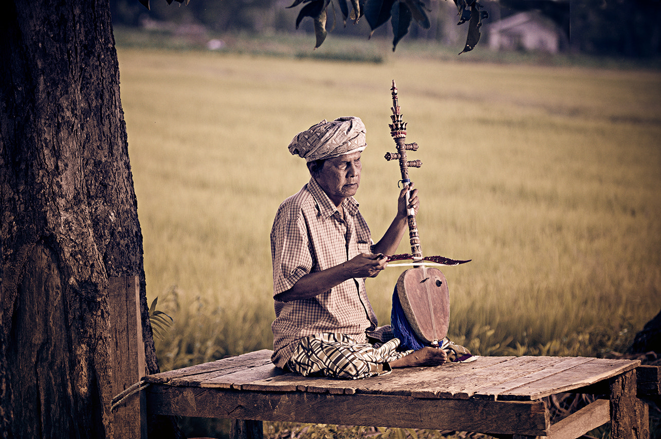 Photograph AYOH CIK (REBAB PLAYER) by mohd idris mazlan on 500px
